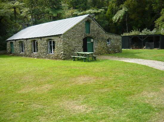 Furneaux Lodge: This is the seasonal back packers accomdation