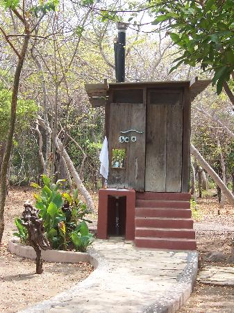 Clean composting toilet