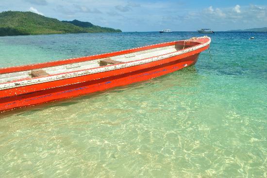 Qamea Resort And Spa Fiji: beautiful, clear blue waters