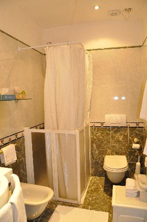 Al Ponte Antico Hotel: The bathroom
