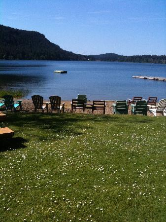 Cedar Beach Resort : Beach on St Mary's lake