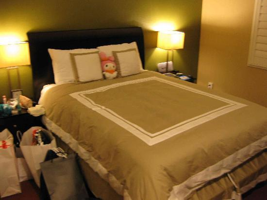 Stone Villa Inn San Mateo - San Francisco SFO: Bed as advertised.
