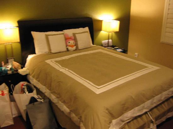 Stone Villa Inn San Mateo - San Francisco SFO: Bed as advertised.