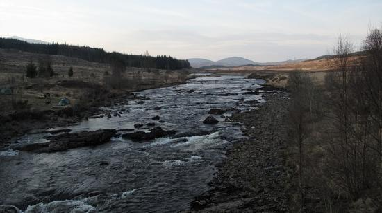 Bridge of Orchy, UK: wild camping area next to river