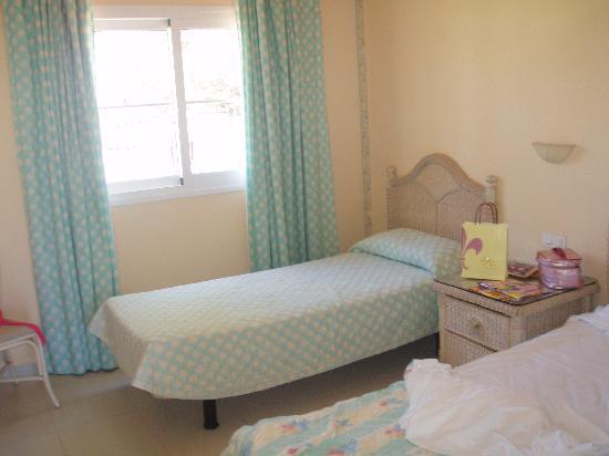 twin room - Picture of Gran Oasis Resort, Playa de las ...