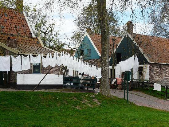 Zuiderzee Museum (Zuiderzeemuseum): wasje aan de lijn