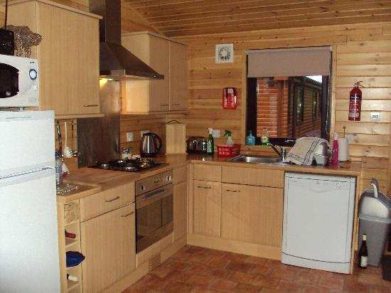 Killin Highland Lodges: Kitchen area