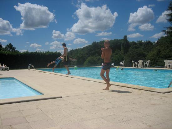 Domaine de Gavaudun : piscine