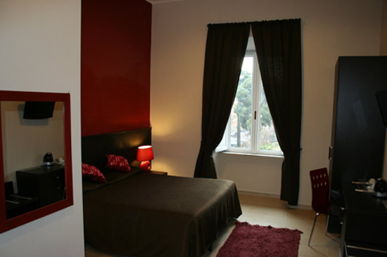 Inncentral : Triple room overlooking to the Vittorio Emanuele II square