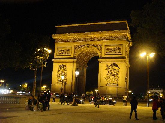 Paris, France : 凱旋門