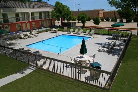 Quality Inn at Arlington Highlands: POOL