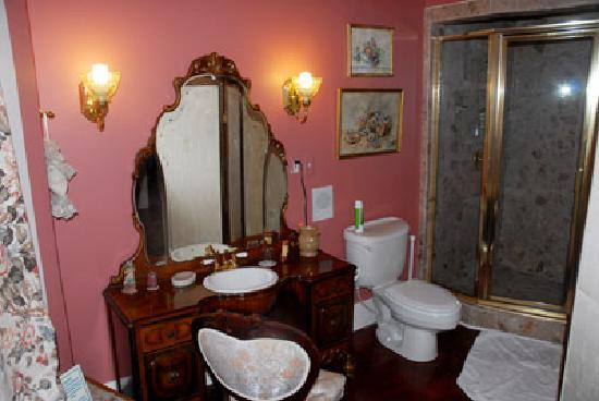 Hayes House Bed and Breakfast: vanity & marble shower