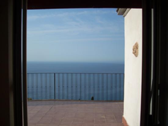 Camere Il Leone: View through shutters