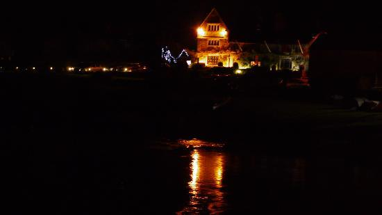 Ross-on-Wye, UK: Nightime at 'The Wilton from across the river