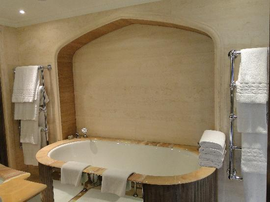 The Connaught: bathtub in Prince's Lodge and heated towels racks