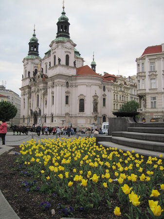 Praag, Tsjechië: the cathedral on the square