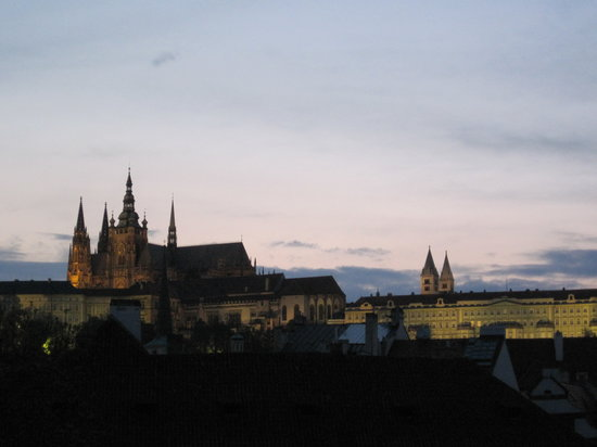 Praha, Republik Ceko: evening in the Mala Strana