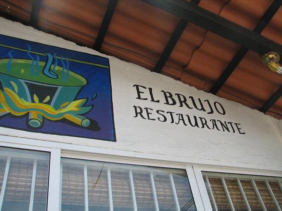 El brujo Vallarta: Outside