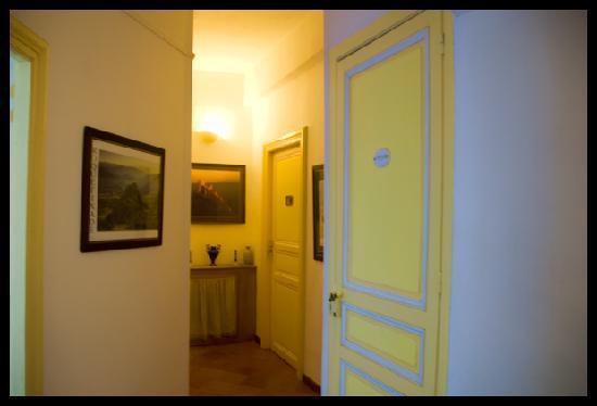L'Ancienne Boulangerie: hallway