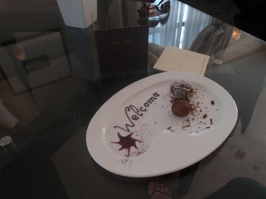 Sofitel Queenstown Hotel & Spa: Welcome Chocolates