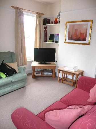 Salisbury Apartments: Lounge