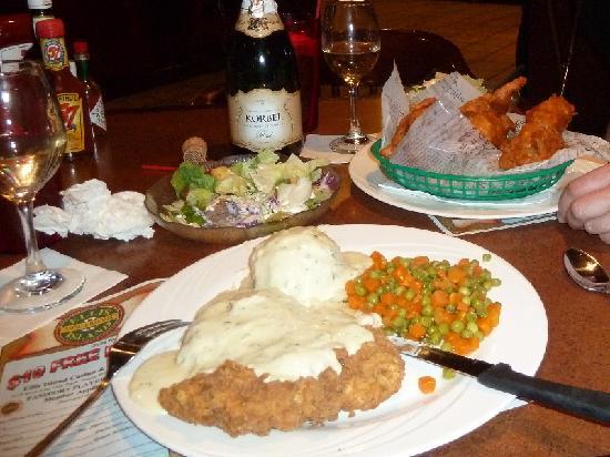 Ellis Island BBQ: Chicken fried Chicken, Fish & Chips