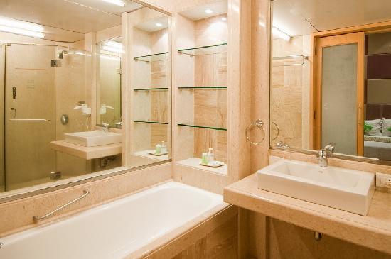 Regent Hotel Colaba: Bathroom