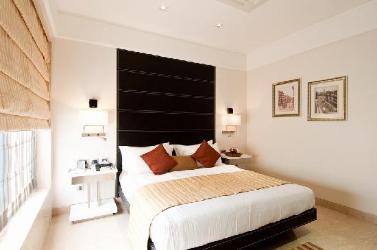 Residency Hotel: Club Room 1
