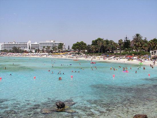 Sunwing Sandy Bay Beach: nissi beach