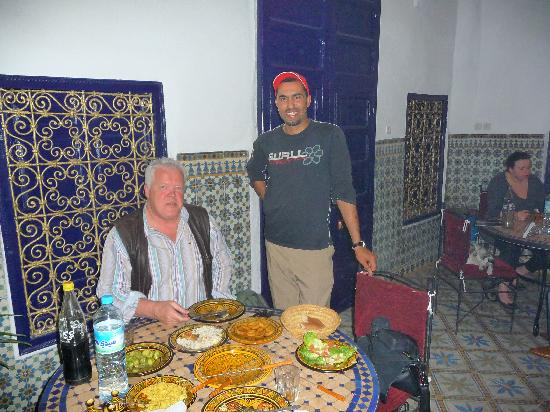 Riad Tiziri : Khaleid brings the dinner