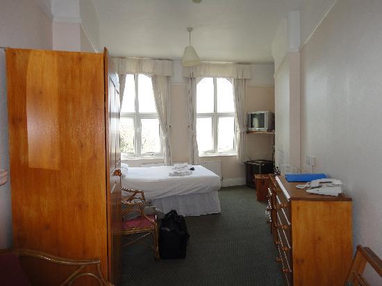 Esplanade Hotel: Double bedroom with sea view