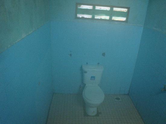 Sandy Beach Resort: Filthy bathroom with no hot water