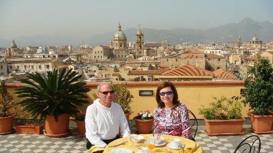 Ambasciatori Hotel: Breakfast on the rooftop deck