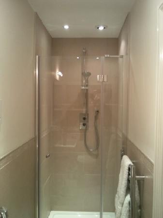 Whitelands : Modern and clean bathroom