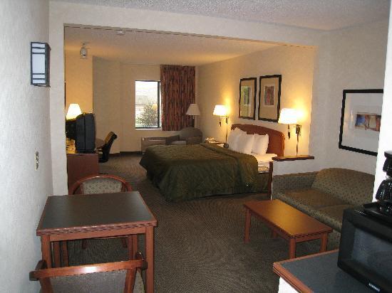 Comfort Inn & Suites: Bed