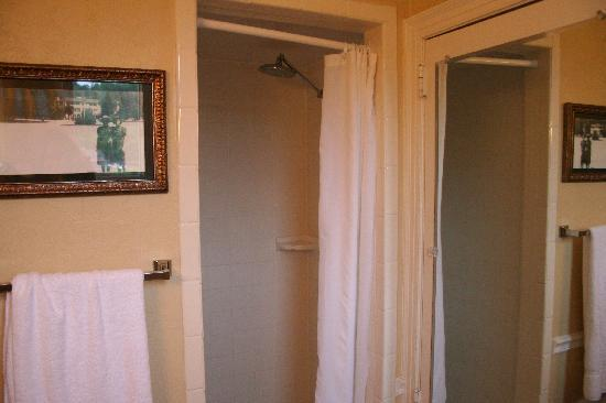The 1927 Lake Lure Inn and Spa: Clean but tiny shower.  The shower head is lovely.