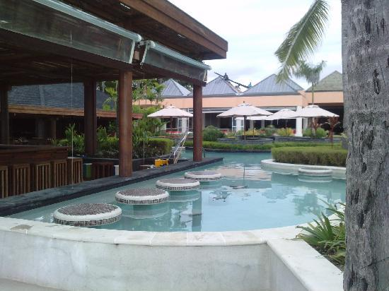 Sheraton Fiji Resort: Pool Bar at the Sheraton