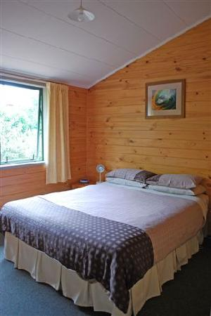 RiverSong Cottages: Falcon Master Bedroom