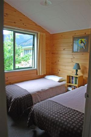 RiverSong Cottages: Falcon Twin Bedroom