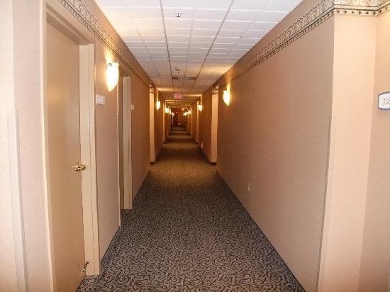 HYATT house White Plains: Corridor