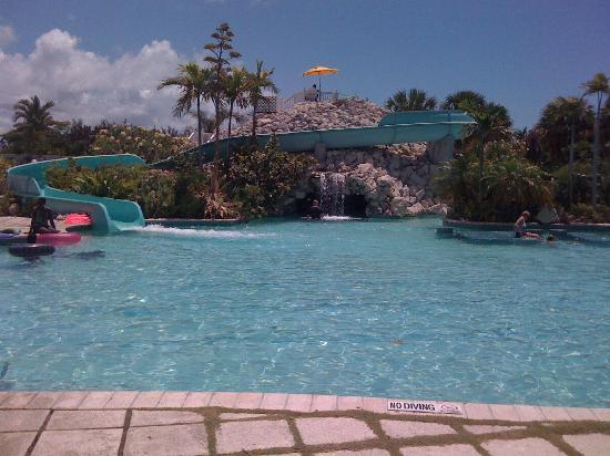 Swimming Pool With Swim Up Bar Picture Of Taino Beach Resort Clubs Freeport Tripadvisor