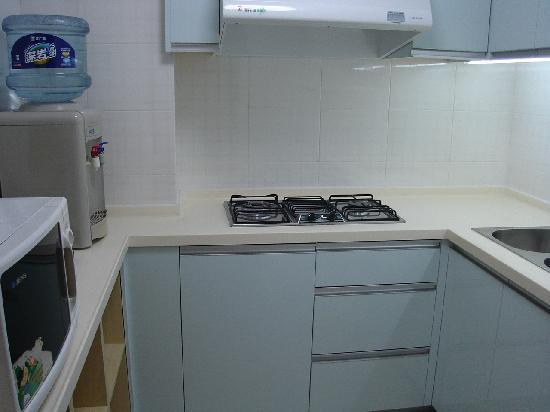 New Harbour Service Apartments : kitchen