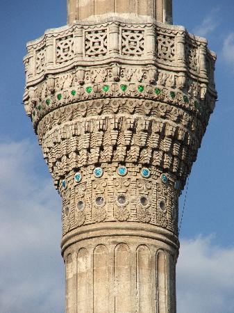 Yesemek Hotel : Beautiful minaret across the road