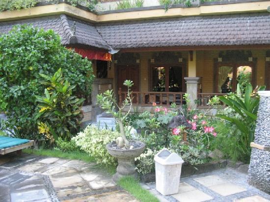Bali Sandy Cottages: the buildings