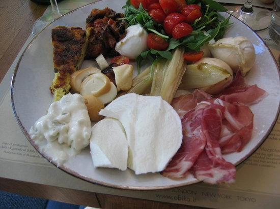 Obica Mozzarella Bar: une assiette garnie