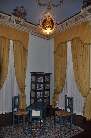 Hotel Bosone Palace: Sitting Area in Our Room