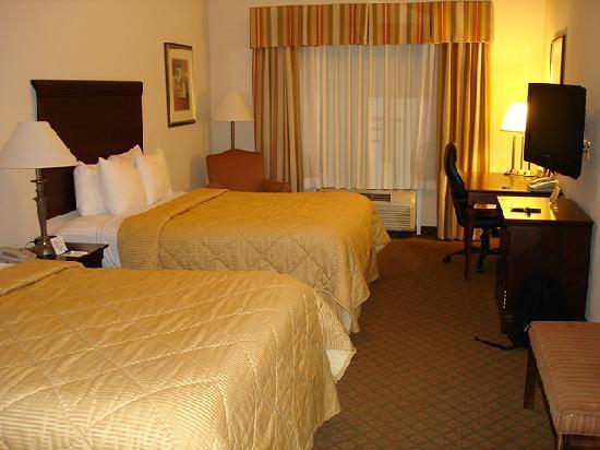 Comfort Inn & Suites Fort Myers: La chambre....comme neuve