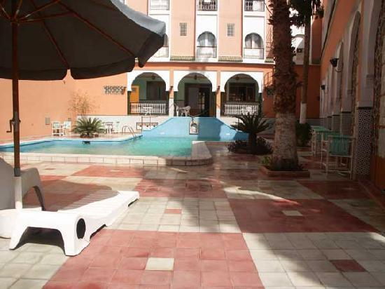 Saadiens Hotel: Hotel pool