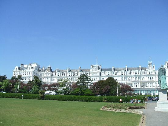 The Grand Hotel Eastbourne: View of hotel from Beach