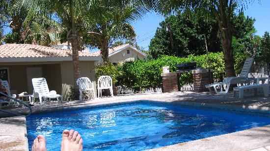 Coco Cabanas Loreto: Poolside at Coco-Cabañas